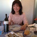 日本ではあまり見かけない コキーナ(波の子貝を塩茹でてしてある)にレモンを絞っていただく。 赤ワインワイナリー訪問後にサンプルワインをレストランで乳呑み仔羊(Lechal de Corderoレチャル デ コルデロ)とマリアージュ。